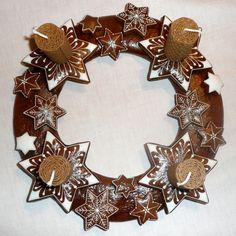 Výsledek obrázku pro perníkový svícen hvězda Burlap Wreath, Recipies, Christmas Decorations, Advent Wreaths, Sweets, Candles, Fall, Holiday, Cook