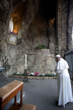 Pope Francis I prays before the replica of the Grotto of Lourdes at the Vatican Gardens in the Vatican   View photo - Yahoo! News