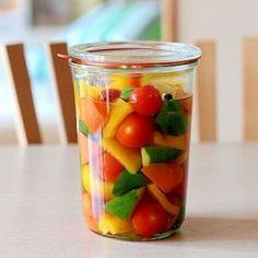 楽天が運営する楽天レシピ。ユーザーさんが投稿した「簡単!子どもにも優しいピクルス!」のレシピページです。酸っぱいもの大好きな私♪息子にも食べてほしくて、子どもに優しいピクルス作っちゃいました♪。ピクルス。お好きな野菜,★酢,★水,★砂糖(黒糖や三温糖のほうがGOOD),★はちみつ,★塩,★白ワイン(なくてもOK),★つぶコショウ,★ローリエ,1Lの保存容器