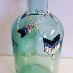 Parure sautoir et bracelet en perles miyuki, chevrons noir, bleu et argenté
