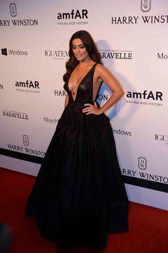 Ops! Superdecotada, Juliana Paes mostra demais em evento de gala da amfAR