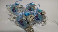Carruagem prateada, ideal para a festa com o tema cinderela, princesa ou debutante.