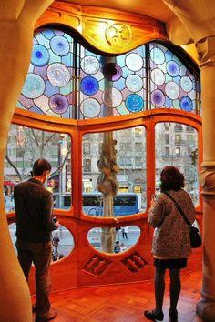 Salón principal de la Casa Batlló de Gaudí en Barcelona ~~ For more:  - ✯ http://www.pinterest.com/PinFantasy/arq-~-antoni-gaud%C3%AD/