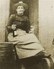 Women in History: Calamity Jane - Karen Kondazian Vintage Pictures, Old Pictures, Old Photos, Deadwood South Dakota, North Dakota, Calamity Jane, Into The West, American Frontier, People Of Interest