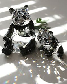 Swarovski pandas I have these plus another Panda cub that is a special edition Swarovski Crystal Figurines, Swarovski Jewelry, Crystal Jewelry, Swarovski Crystals, Panda Love, Glass Figurines, Glass Animals, Crystal Collection, Glass Ornaments