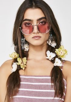 Feeling Closer Round Sunglasses cuz it time to feel all the love. Spread the peace N' love with these round sunglasses that have sikk pink lenses.