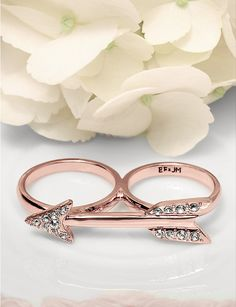 Sparkling Arrow Two-Finger Ring in Rose Gold.