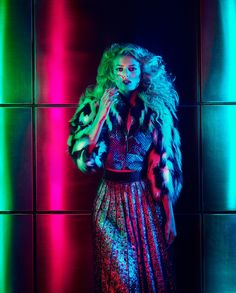 Lovers of bright lights and boogie nights are getting their ultra-glam Seventies groove on. Styling by Damian Foxe. Photography by Luis Monteiro - glamour 70s Fashion, Trendy Fashion, Vintage Fashion, Fashion Tips, Fashion Trends, Street Fashion, Fashion Hacks, Fashion Stores, Fashion Night