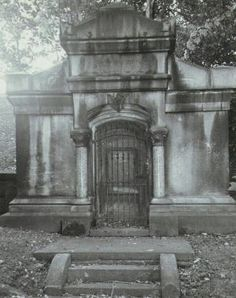 The Vampire Crypt: Erie Pennsylvania in Chasing the Ghost Forum