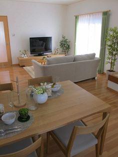 ナラ・オーク・タモ無垢材の家具で統一したリビングダイニング空間!シャープさと柔らかさを兼ね備えた家具のセレクトです