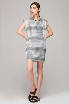 <p>Made from an easy-care poly fabric. Round and contrast neckline. All-over stripes print. Regular fit. About me:. Main: 100% polyester. Lining: 100% cotton</p>