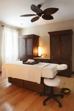 Beautiful and simple spa treatment room