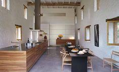 Reformas de cocinas: cocina moderna en ambiente rústico.