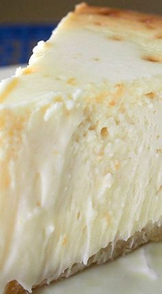 - This is my Ms Lindsay's cheesecake … Manhattan Cheesecake Recipe ~ Fabulous!- This is my Ms Lindsay's cheesecake recipe that I have been using for over 25 years! Food Cakes, Cupcake Cakes, Cupcakes, 13 Desserts, Dessert Recipes, Newyork Cheesecake, Cookies, How Sweet Eats, Cheesecake Recipes