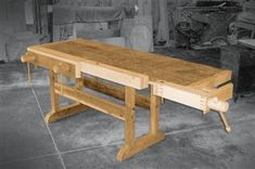 Wooden Tail Vise Upgrade your bench and your woodworking by adding a classic vise. By Steve Bunn You can do without a tail vise. But you can do much more with one. That's why woodworkers have depended on tail vises for over 400 years. A tail vise can be used to clamp boards of all sizes horizontally or vertically for planing, sanding, carving, routing, gluing, etc. Modern versions employ metal …