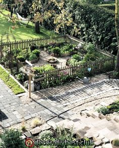 Most recent Photos vegetable Garden Fence Concepts Deterring animals is one of the best functions for a fence. Farm Gardens, Small Gardens, Outdoor Gardens, Garden Care, Backyard Fences, Garden Landscaping, Design Jardin, Vegetable Garden Design, Backyard Makeover