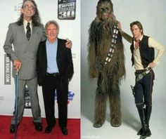 Harrison Ford y Peter Mayhew (Han Solo y Chewbacca) 30 años después. Star Wars Meme, Film Star Wars, Star Wars Art, Star Trek, Harrison Ford, Mejores Series Tv, Peter Mayhew, Karate Kid, Han Solo And Chewbacca