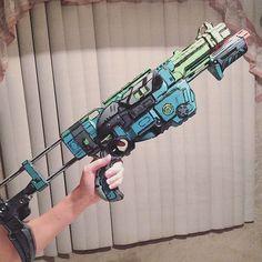 Doesn't look very colorful in my crappy kitchen light but anyway round 2 of custom borderlands nerf guns #postapoc #postapocalyptic #borderlands #borderlands2 #borderlands3 #borderlandsgun #borderlandscosplay #borderlandspresequel #bl2 #gamer #femalegamer #fanart #borderlandsguns #nerf #nerfgun #nerfguns #paint #painting #cosplay #costume #cosplayer #cosplayprops #cosplayprogress #props #gun