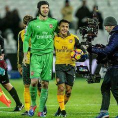 Petr Čech & Alexis Sanchez #ArsenalFC  #AlexisSanchez  #Ozil  #Gunners