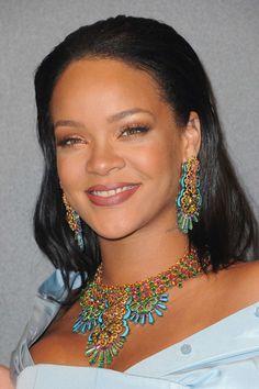 Rihanna in Chopard jewelry, Cannes Film Festival Mode Rihanna, Rihanna Love, Rihanna Style, Rihanna Fenty, Rihanna Outfits, Jenifer Lawrence, Amethyst And Diamond Ring, Diamond Choker, Cannes 2017