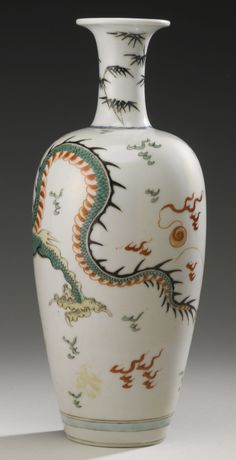 A FAMILLE-VERTE 'DRAGON' VASE, QING DYNASTY, KANGXI PERIOD | Lot | Sotheby's