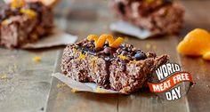 Barrette proteiche vegan: scopri come preparare delle deliziose barrette proteiche vegan al cioccolato all'arancia. La ricetta la trovi solo su The Zone!