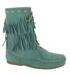 botas de verano con flecos al más puro estilo far west, ideales para vestidos cortos.