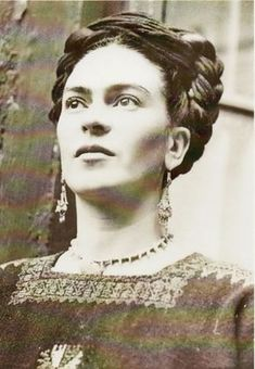 """""""I paint self-portraits, because I'm so often alone, because I am the person I know best."""" – Frida Kahlo. Artist Frida Kahlo was considere. Diego Rivera, Famous Artists, Great Artists, Frida E Diego, Kunst Online, Mexican Artists, Black And White Portraits, Art Plastique, Belle Photo"""