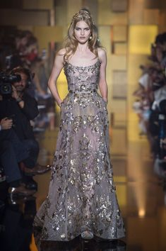 Elie Saab Fall 2015 Runway Pictures - StyleBistro