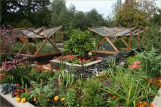Permaculture Flower and Vegetable Kitchen Garden | jardin potager