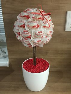 Diy Home Crafts, Arts And Crafts, Paper Crafts, Wedding Hamper, Sweet Trees, Easter Tree, Diy Presents, Candy Bouquet, Happy Birthday