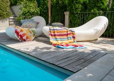 Whether drying off after swimming or laying out in the sun, a beach towel is a summer must-have Beach Pool, Beach Mat, Outdoor Furniture, Outdoor Decor, Missoni, Sun Lounger, Bean Bag Chair, Outdoor Living, Towel
