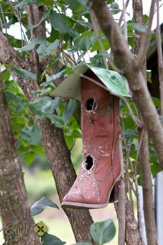 Turn your old boot into a birdhouse