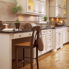 A small kitchen office? Stylish Kitchen, Counter Height Desk, Kitchen Remodel, New Kitchen, Home Kitchens, Kitchen Desk Areas, Desk Design, Counter Desk, Kitchen Desks