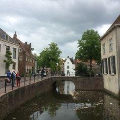21 mei 2016 - Oude monumentale binnenstad van Amersfoort met Sint Joriskerk en Koppelpoort