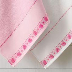 Toalha de Banho Joaninha Lançamento Karsten 2014 97% algodão, 3% Poliéster - 67 x 115 cm Toalha de banho e visita 54 pontos na barra Toalha com barra de etamine para bordar Fabricante: Karsten
