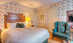 Hmmm, I have to do more with wallpaper. room at The Waring House. Superior Room, One Bedroom, House Rooms, Cottage, Wallpaper, Furniture, Home Decor, Decoration Home, Room Decor