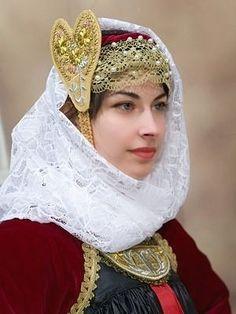 Greek Traditional Dress, Traditional Outfits, Ancient Greek Costumes, Skiathos, Folk Clothing, Greek Culture, Folk Dance, Greek Mythology, Dance Costumes