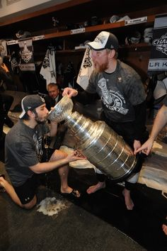Voynov drinks from the cup La Kings Hockey, King Cup, Stanley Cup Champions, Los Angeles Kings, Win Or Lose, Hockey Players, Champs, Ice, Drinks