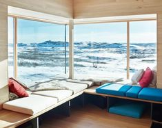 Cabin with alpine charm in Norway - Nordic Design Cabin Design, Nordic Design, Scandinavian Design, House Design, Scandinavian Cabin, Cabana, Scandinavian Architecture, Banquettes, Cabin Interiors
