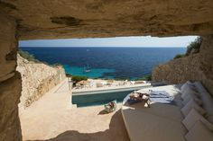 Perfect place to chill outside - poolside + seaside in Mallorca, Spain | AD España, © D.R.