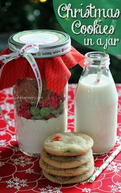 Christmas Cookies in a Jar + Free Printables - a great homemade gift!