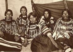 Blackfeet (Pikuni) women - 1907
