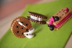 perler beads Create adorable sandwich cookies from perler/hama beads - that also double as earbud organizers! Perler Bead Designs, Hama Beads Design, Diy Perler Beads, Pearler Bead Patterns, Perler Bead Art, Perler Patterns, Bead Crafts, Diy And Crafts, Art Perle