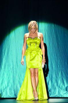 Helene Fischer - Die hübsche Blondine in ihren farbenfrohen Kleidern kommt im Juli in die Schweiz! Tickets für ihr Konzert in Basel jetzt bei www.ticketcorner.ch/helene-fischer