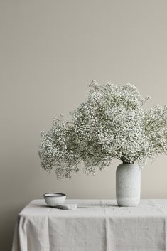 Perennial Flower Gardening - 5 Methods For A Great Backyard 12078 Comfort Gray Jotun Lady, Bouquet Champetre, Comfort Gray, Relaxing Colors, Deco Floral, Ikebana, Dried Flowers, Art And Architecture, Flower Vases