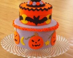 Felt halloween cake. Felt food. Pretend play food. Home decor. Gift. Play cake. Halloween.