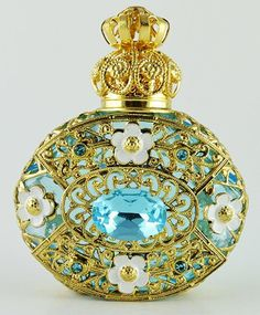 Tendance parfums Vintage Blue Perfume Bottle Gold Tone Filigree Faceted Blue Dazzling Crystal Discovred By: Blue Perfume, Beautiful Perfume, Antique Perfume Bottles, Vintage Perfume Bottles, Perfumes Vintage, Bottle Art, Art Deco, Mint, Faceted Crystal