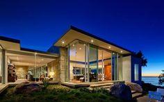 Una residenza futuristica nella natura Carpinteria Foothills è una residenza futuristica e lussureggiante che sorge tra oceano e collina a Santa Barbara, California. La casa è grande 2028 metri quadri che si snodano armoniosamente inseren #architettura #carpinteria