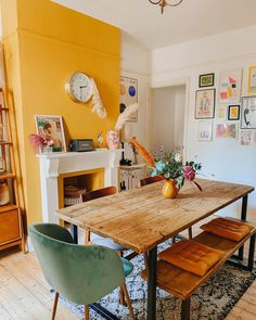 Yellow Walls Living Room, Yellow Kitchen Walls, Yellow Dining Room, Wall Paint Combination, Passion Deco, Home And Deco, Cozy House, Home And Living, Sweet Home
